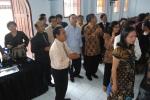Sekretaris BPMJ ketika bersalaman dgn pendeta lama