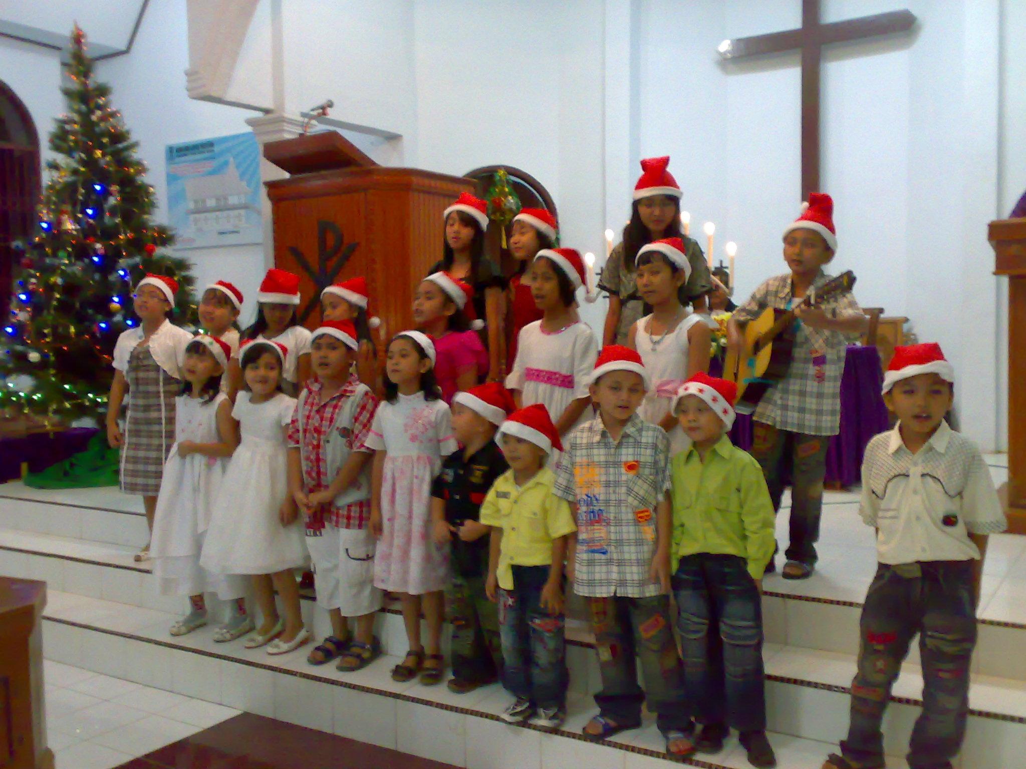Remaja BNKP Hilisawatõ Simalingkar Medan mengadakan Perayaan Natal